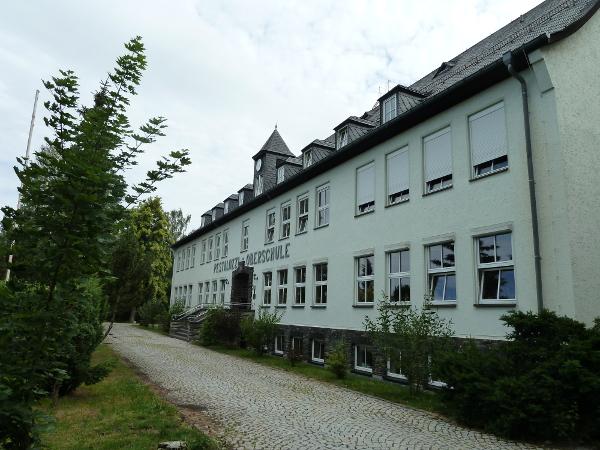 http://www.regelschule-hirschberg.de/wp-content/uploads/2015/07/Au%C3%9Fenansicht2.jpg